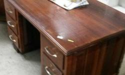 5 drawer desk in excellent condition , perfect for the