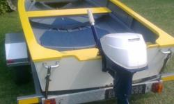 Beskrywing Yellow and White hand crafted Dam Boat on