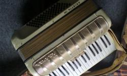 Beskrywing Accordian / Trekklavier for sale. I have a