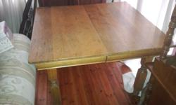4 Seater oak table that extends to a 6 seater.