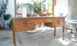 Beskrywing beautifull solid wood dressing table-no