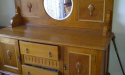 Beskrywing Antique sideboard with mirror