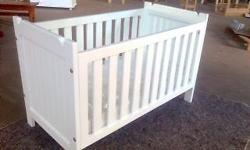 Baby cot like new
