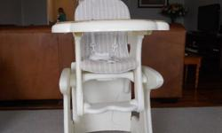 Baby Feeding Chair can fold in to table and chair for