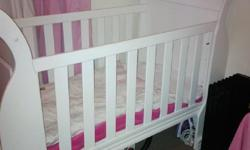 White wooden cot for sales. Includes Linen & Cot
