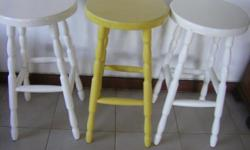 Beskrywing Bar Stools  3 Bar Stools  Height = 61cm