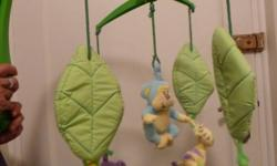 Beskrywing Really lovely windup musical cot mobile. By
