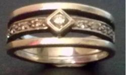 Beskrywing Beautiful ring with 9 diamonds in a