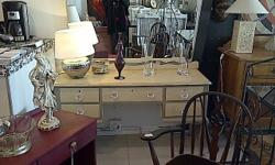 arge dressing table with large mirror Very beautiful