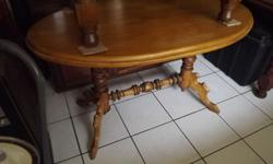 very nice turned leg satin wood table in very good