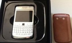 Blackberry Bold 9780 white in very good condition. No