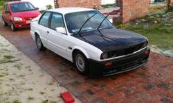 Hi guys I'm selling my 1987 bmw 323i 2door e30 ,the