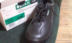 Brand New Never Worn Size 9 Black Bova Trainer R200