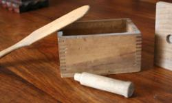 PRIMITIVE WOODEN DOVETAILED BUTTER MOLD~ RECTANGLE