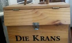 Die Krans Wine Box that has place for three bottles of