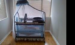 Chellino cot for sale! Excellent condition. Bedding