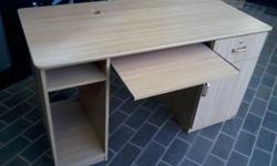 COMPUTER DESK FOR SALE, IN GOOD CONDITION WITH