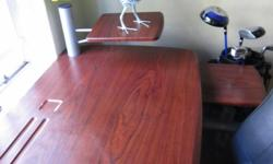 Beskrywing Computer table and chair set. Moveable