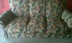 Beskrywing 3 Seater couch, and 2 x 2 seater couch for