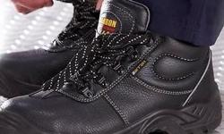 Defender Safety Boot- R459.00 Reflective Trimming. Oil