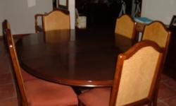 Beskrywing A RETRACTABLE DINING TABLE WITH 6 CHAIRS IN