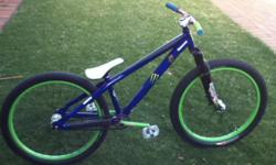 Beskrywing Soort: Bicycle Soort: Dirt Jumper This is a