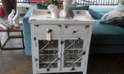 Display cupboard, bathroom or bedroom use, French,