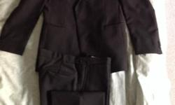 Classic formal Dress Suit Size 34 - in showroom