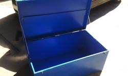 i am selling an extra large lockable tool chest.