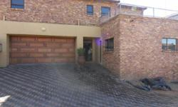 Face brick duplex cluster unit in sought after complex.