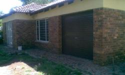 Facebrick house with 3 beds(bic), 2 baths, main with