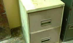 Beskrywing I have a 2 drawermetal filing cabinet for
