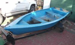 Beskrywing Fishing boat for sale. Dinghy with trailor