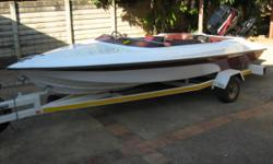 Beskrywing Motorboat with trailer for sale! Mercury