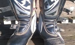 Size 8 fly 805 mx boots like new. For men's size 7