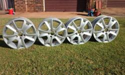 "4 Ford Focus/mondeo 16"" mag rims in excellent"