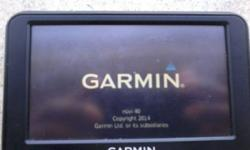 GARMIN NUVI 1300 GADGETS GPS NAVIGATOR & STAND & CHARGER IN