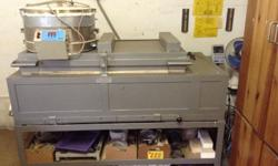 Excellent condition glass kiln. Ultrafurn kiln with gas