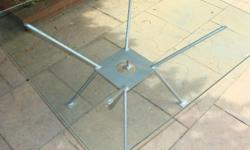 10 mm x 890 mm x 890 mm glass table ..glass worth R950