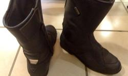 Gore-Tex Boots , size 42 ( 7-8) black, very good