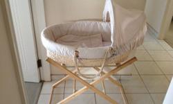 Gro baby moses basket is neutral in colour and in