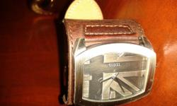 Beskrywing Fashionable Guess watch with genuine leather