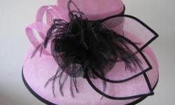 Beskrywing Stunning hats and fascinators to choose
