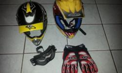 3 helmets (L, XL and XXL) 1 pair of gloves 1 pair of