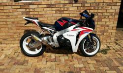Selling my CBR 1000 rr. Fsh, headlight protectors,