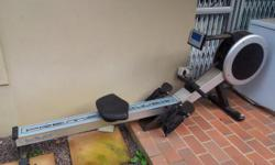 Beskrywing The Infinity Premium rowing machine is the
