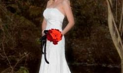 Beskrywing Beautiful ivory lace wedding dress for sale
