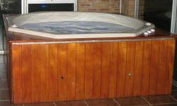 Beskrywing Complete working Jacuzzi for sale. Seats 7