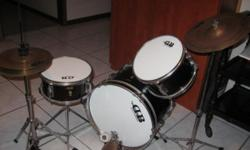 Beskrywing Compleet junior drum set for 6 years and up