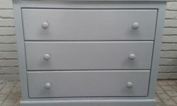 Chest of drawers from Hammond Kids - 2 years old. New